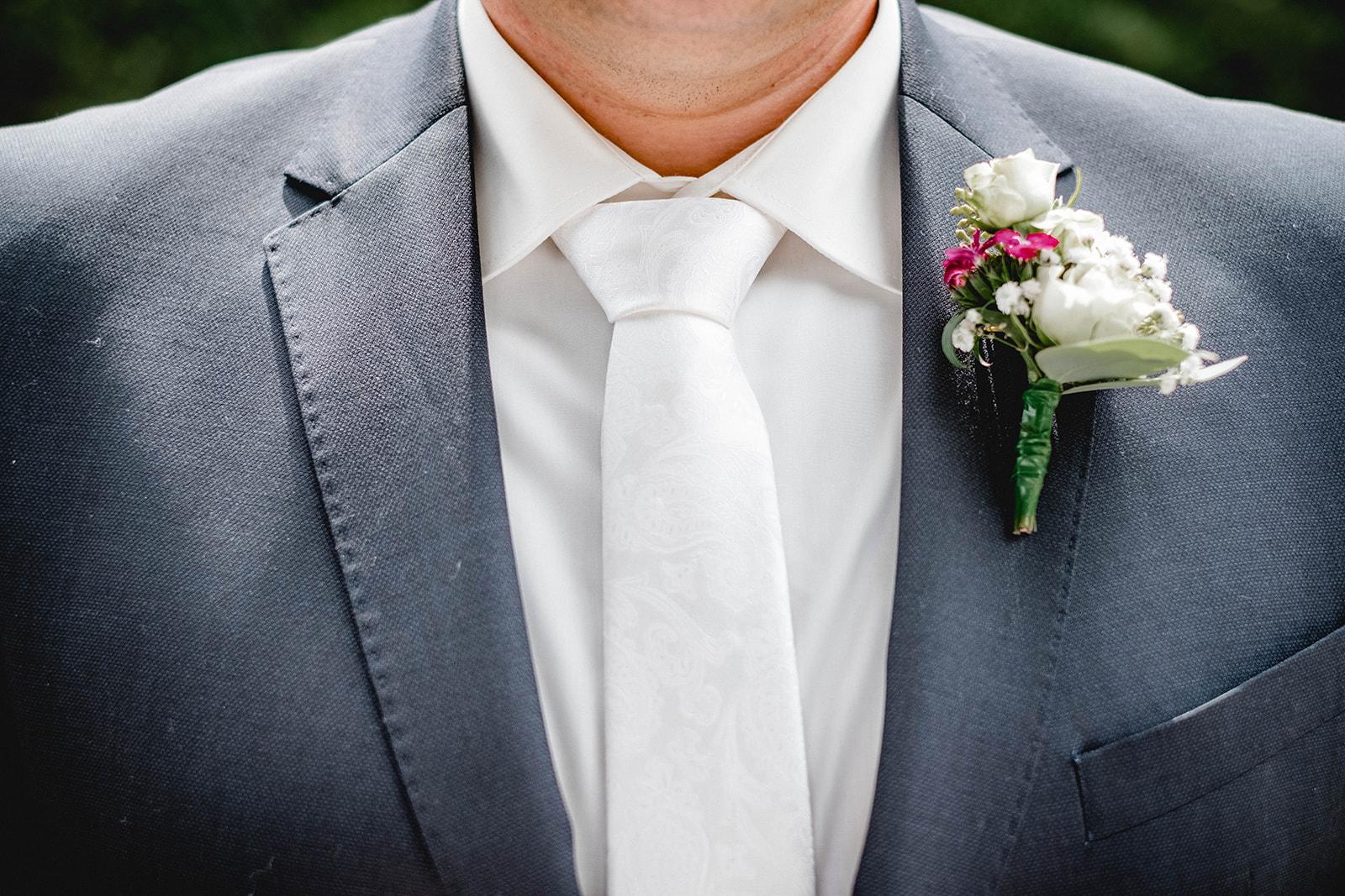 Hochzeit, Wedding, Standesamt, Braut, Bräutigam, Tübingen, Nürtingen, Stuttgart, Begleitung, Hochzeitstag, nürtingen, stuttgart, reutlingen, mittelstadt, esslingen, ringe, deko, strauss, brautpaarshooting, weddingshooting, Wasser, See, Bach, Wald, Bäume, Paar, liebe, kuscheln, tanzen