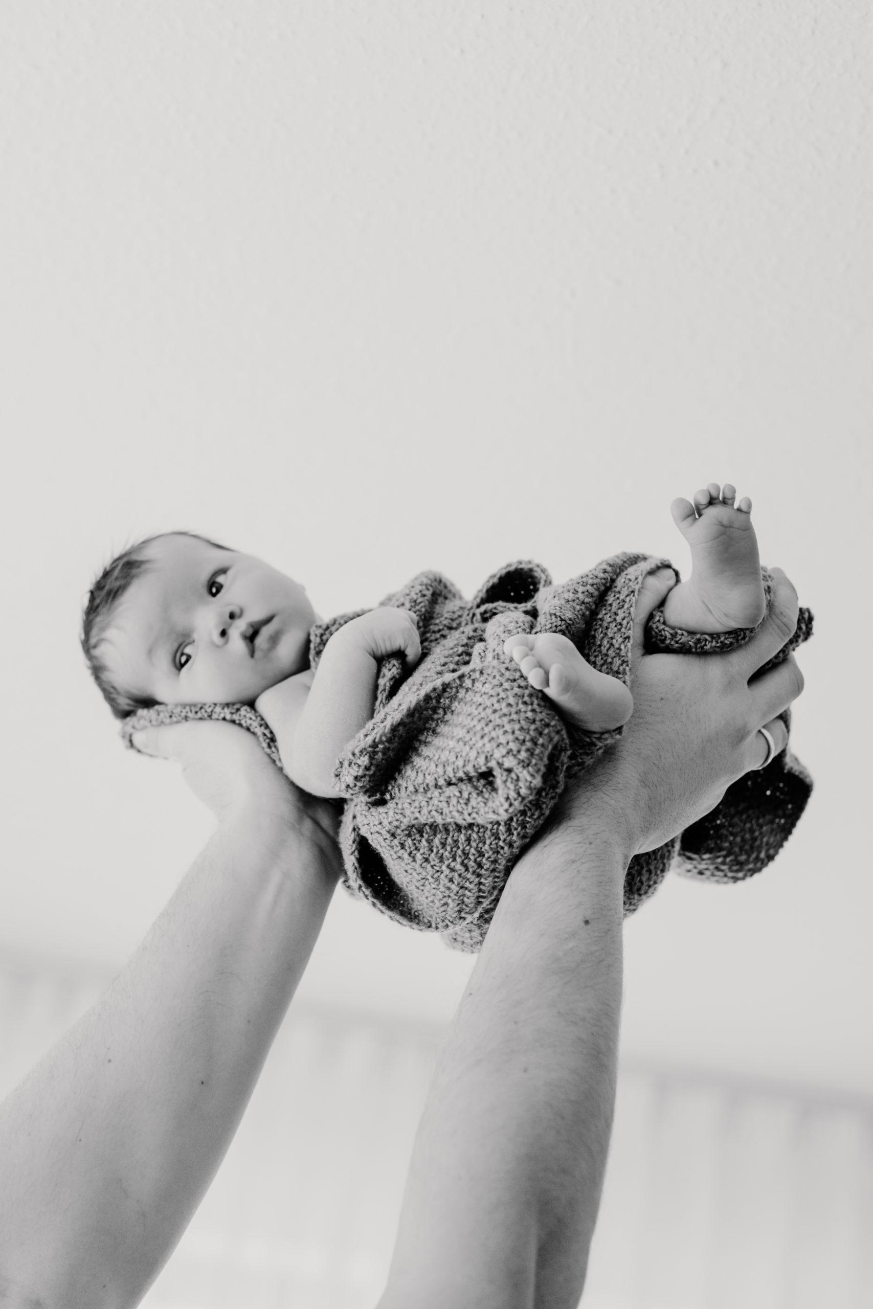 alb, Babyboy, Babyfotograf, Babyfotografie, Babyfotos, Babygirl, baden württemberg, badenwürttemberg, daughter, deutschland, Esslingen, Familienfotos, Fotografin, Fotostory, Homestories, Homestory, metzgen, Mutter, newborn, newborn Fotos, newbornfotografie, Nürtingen, pregnant, Reutlingen, schwäbische alb, schwanger, Schwangerschaft, Schwangerschaftsbilder, Schwangerschaftsfotografie, Schwangerschaftsfotos, Sohn, Stuttgart, Tochter, Tübingen, Vater, Zuhause